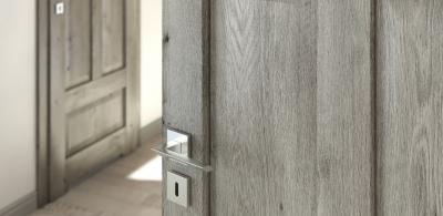 Kiedy do środka, a kiedy na zewnątrz - w która stronę powinny otwierać się drzwi? Krótka ściąga.