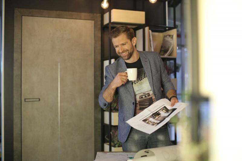 Jak urządzić domowe biuro? - jakie drzwi najlepiej pasują?